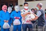 Relawan Gibran 'Monster Corona' bagikan sembako