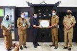 Bupati Barito Utara terima piagam penghargaan dari BKKBN