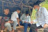 Nasrul Abit prihatin lihat siswa sedang pencari sinyal internet untuk sekolah daring di Pagadih