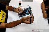 Membongkar komponen ponsel dari sub-merek Poco F2 Pro
