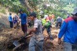 Pemkab Agam kerahkan tim gabungan bersihkan enam titik longsor di Garagahan