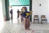 Keraton Yogyakarta membagikan ubarampe gunungan pada Hari Raya Idul Adha