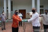 Danlantamal VIII serahkan hewan kurban ke panitia peringatan Idul Adha 1441 H
