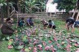Warga Musi Banyuasin gunakan daun pisang wadahi  daging kurban