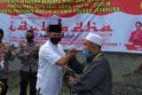 Kapolres Jayapura serahkan delapan hewan kurban Idul Adha ke warga