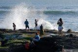 Tanah Lot Bali mulai ramai dikunjungi wisatawan