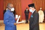 Dubes Mansyur menerima Bintang dari  Republik Guinea-Bissau