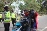 Polisi Bangka Barat bagikan masker melalui Operasi Patuh