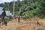Korem 133 bantu warga bersihkan material lumpur banjir