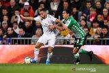 Liverpool pertimbangkan bek Real Betis Aissa Mandi sebagai pengganti Lovren
