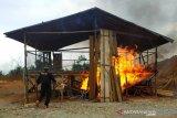 Polisi bakar arena sabung ayam  di Morowali