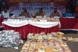 Ditangkap, empat kurir pembawa ratusan kilogram  narkoba