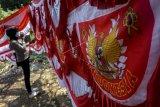 Pedagang bendera dan umbul-umbul