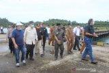 Dalam mempercepat pembangunan jalan, Tim Menko Maritim tinjau Pelabuhan Laut Teluk Tapang Pasaman Barat