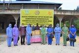 Bakti sosial perempuan untuk Negeri Dharma Pertiwi H Biak  bagikan paket sembako