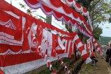 Dampak COVID-19 ekonomi melemah, penjualan bendera merah putih masih lesu jelang HUT RI ke-75