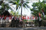 Warga pasang 75 bendera merah putih