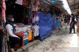 Pedagang kerajinan Borobudur jualan bergiliran pada masa pandemi COVID-19