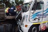 Truk tabrak pembatas jalan akibat sopir meninggal mendadak di kursi kemudi