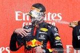 Verstappen  raih kemenangan pertama  di balapan hari jadi F1