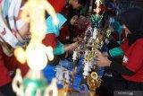 Permintaan kerajinan piala di Tulungagung  menurun drastis