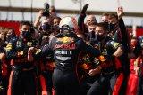Adu strategi hasilkan kemenangan yang tak terduga bagi Max Verstappen