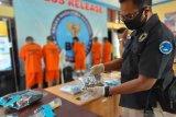 BNN Jambi tangkap kurir narkoba, 7 paket sabu dan senpi diamankan