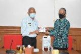 Forum Sekretaris OPD Sleman menyerahkan bantuan penanganan COVID-19