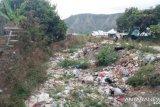 Warga Sembalun Rinjani Lombok masih membuang sampah di sungai