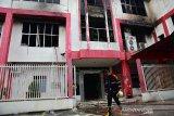 Gedung Telkom di Pekanbaru  terbakar akibatkan jaringan pelanggan Kepri ikut lumpuh