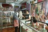 Penjualan kerajinan getah nyatu di Kapuas ikut terdampak pandemi COVID-19