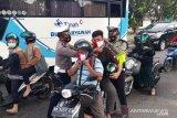Satlantas Polres Bangka bagikan lembar masker merah putih
