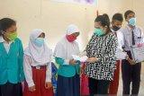 GOW Bangka Barat menyalurkan bantuan ke siswa SLB Mentok
