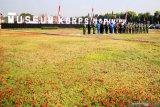 Sejumlah perwira tinggi Korps Marinir berfoto bersama di Museum Korps Marinir di Markas Komando Pasmar 2 Korps Marinir Gedangan, Sidoarjo, Jawa Timur, Kamis (13/8/2020). Korps Marinir melakukan peluncuran awal Museum Korps Marinir yang akan menjadi salah satu wisata edukasi yang memberikan wawasan tentang sejarah dan Alat Utama Sistem Senjata (Alutsista) Marinir di Indonesia. Antara Jatim/Umarul Faruq/zk