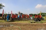 Sejumlah prajurit melintas di taman tematik Marinir Museum Korps Marinir di Markas Komando Pasmar 2 Korps Marinir Gedangan, Sidoarjo, Jawa Timur, Kamis (13/8/2020). Korps Marinir melakukan peluncuran awal Museum Korps Marinir yang akan menjadi salah satu wisata edukasi yang memberikan wawasan tentang sejarah dan Alat Utama Sistem Senjata (Alutsista) Marinir di Indonesia. Antara Jatim/Umarul Faruq/zk