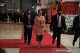Ketua DPR Puan Maharani kenakan kebaya jingga dalam sidang tahunan MPR RI