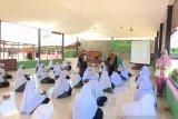 Edukasi Kesehatan Reproduksi dan Pembentukan Pos Kesehatan Reproduksi (Poskespro) di Pondok Pesantren Darul 'Ulum Aie Pacah Kecamatan Koto Tangah Kota Padang (Program Kemitraan Masyarakat Stimulus)