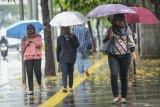 BMKG keluarkan peringatan hujan angin di tiga wilayah DKI Jakarta
