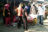 PD Makassar Raya bersihkan sampah di 18 titik pasar tradisional