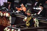 Presiden empat kali serukan bajak momentum krisis saat pidato di parlemen