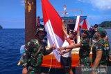 Kodim Sangihe bentangkan bendera merah putih 50 meter di Pantai Tahuna
