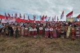 Bendera Merah Putih raksasa dikibarkan di perbatasan Indonesia-Malaysia