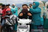 PKK Kecamatan Kuranji bagikan 300 masker gratis cegah penularan COVID-19