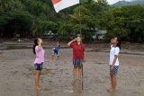 Pemuda di Sangihe kibarkan merah putih di pantai