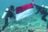 17 penyelam upacara bendera di laut Natuna