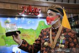 Ganjar Pranowo jadi orang Jateng pertama miliki uang peringatan Kemerdekaan RI