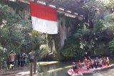 Mahasiswa Untidar kibarkan Merah Putih raksasa di Jembatan Blondo