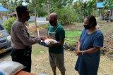 Binmas Polda Papua bagikan 240 karung beras ke warga