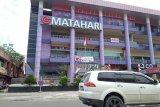 Pedagang SPR Plaza Padang terpaksa pakai genset. Ini alasannya