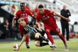Gelandang Liverpool Oxlade-Chamberlain  cedera lagi